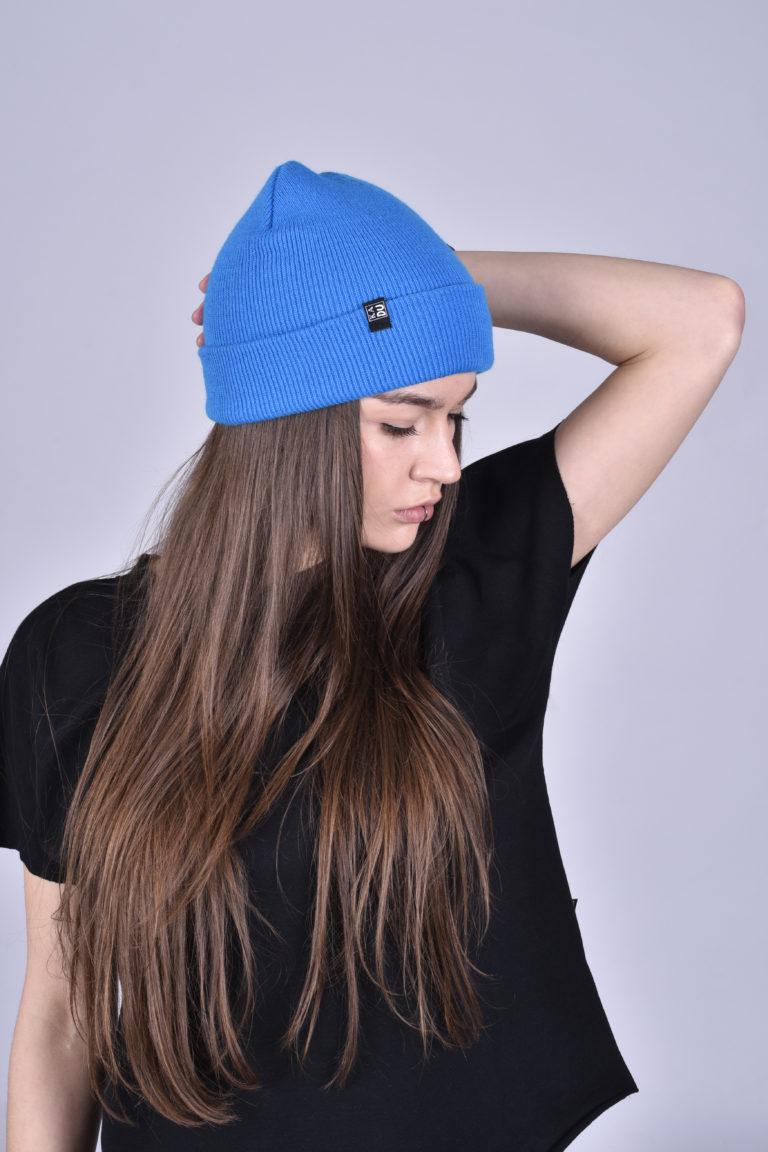 Čepice modrá